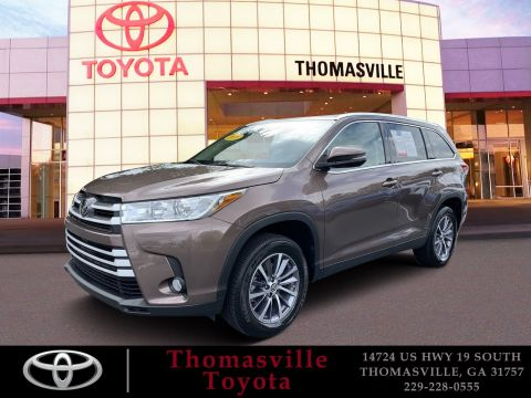 Pre-Owned 2019 Toyota Highlander XLE With Navigation