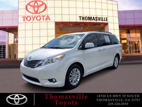 Pre-Owned 2015 Toyota Sienna XLE FWD Mini-van, Passenger