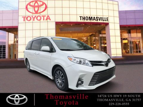 Pre-Owned 2018 Toyota Sienna XLE FWD Mini-van, Passenger